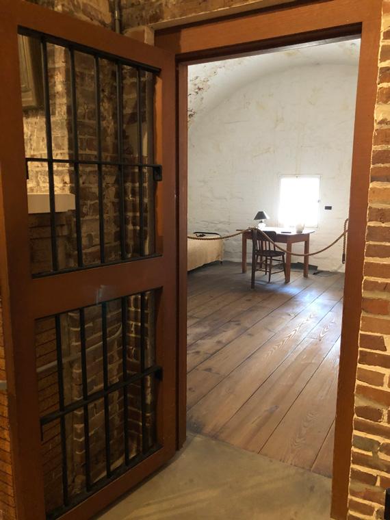 Jefferson-Davis-Cell-at-Casemate-Museum